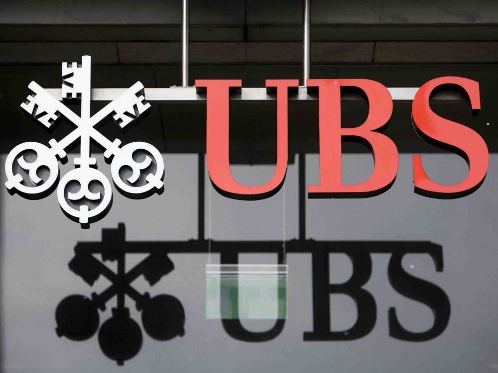 UBS снизил прибыль